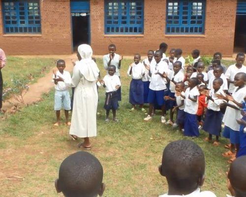 Tout a enfant a la liberté et le droit de vivre, de s'instruire et de grandir dans un environnement sain.